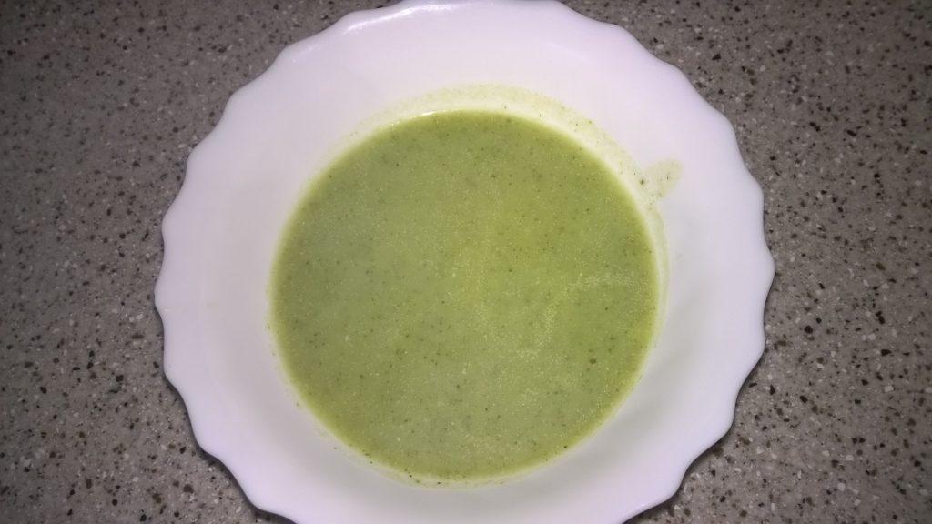 Preprosta kremna juha iz zelenega brokolija