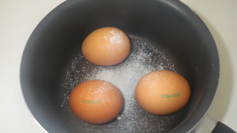 Kako skuhati jajce, ne da bi lupina počila?