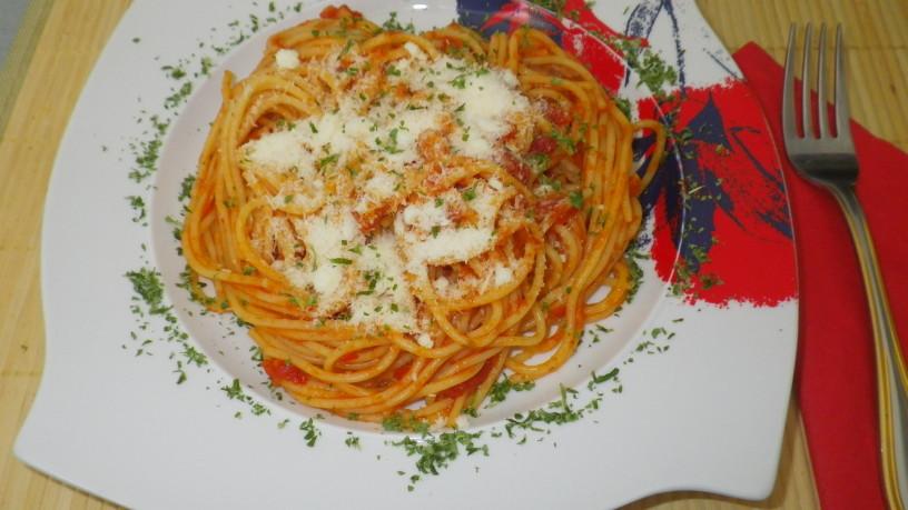 Testenine v paradižnikovi omaki