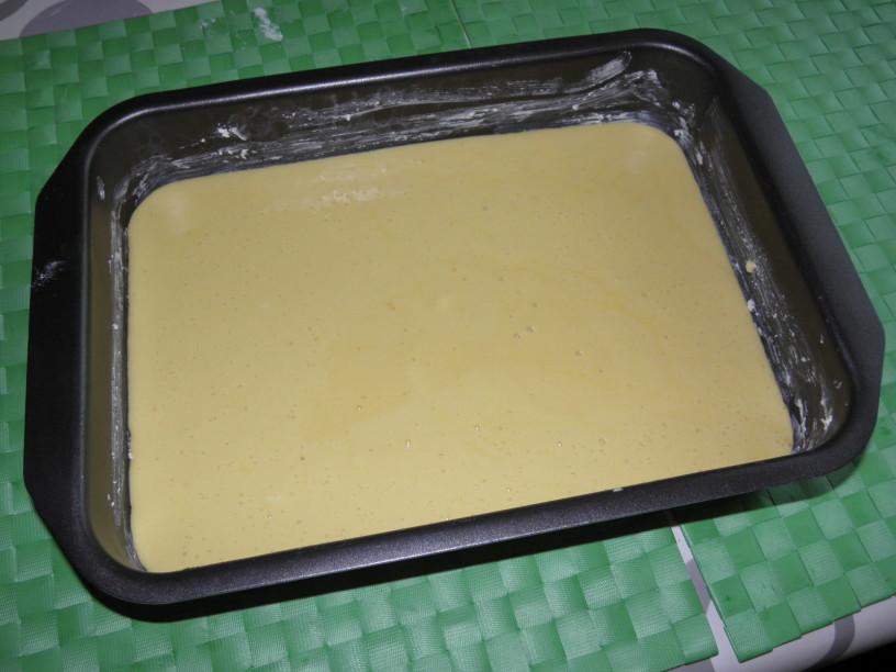 Hitro in enostavno: puding pecivo z jagodnim prelivom