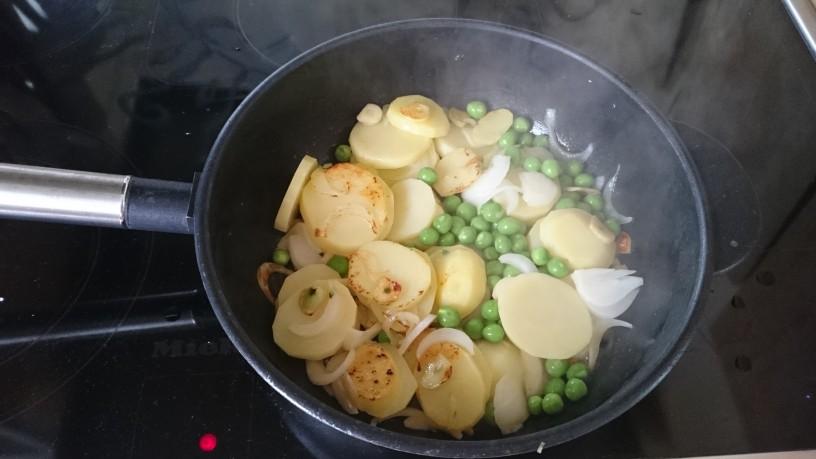 Pečen krompir z mladim grahom in timijanom (3)