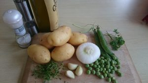 Pečen krompir z mladim grahom in timijanom
