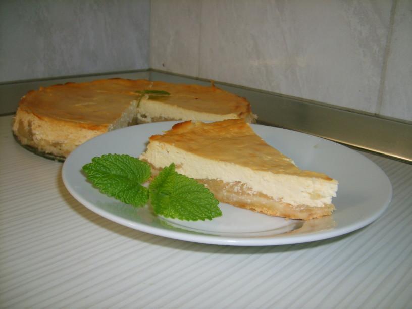 Skutina torta z dušenimi jabolki