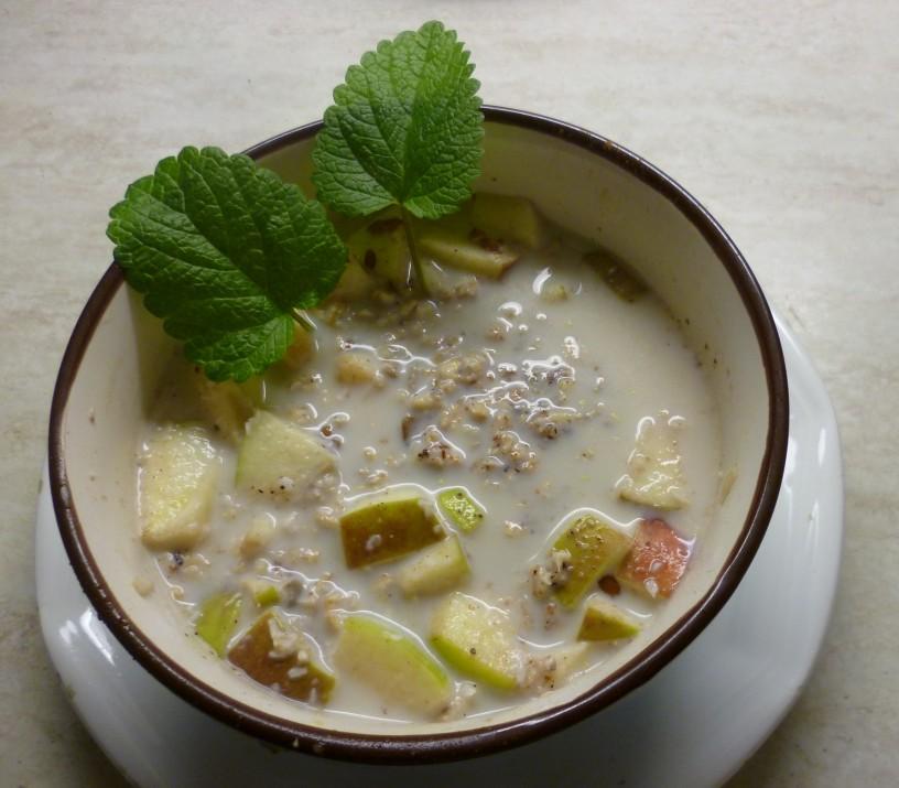 Zajtrk prvakov - ovseni kosmiči z mlekom, sadjem in semeni