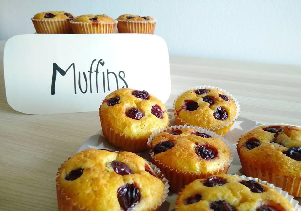 Skutni muffini s češnjami