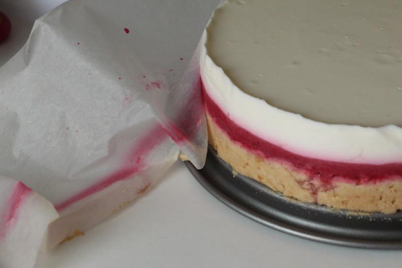 nebeska jogurtova torta z ribezom in malinami (13)