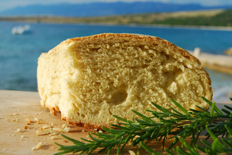 odlicen-kruh-izpod-peke-1