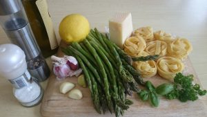 Rezanci s šparglji, limono in parmezanom (8)