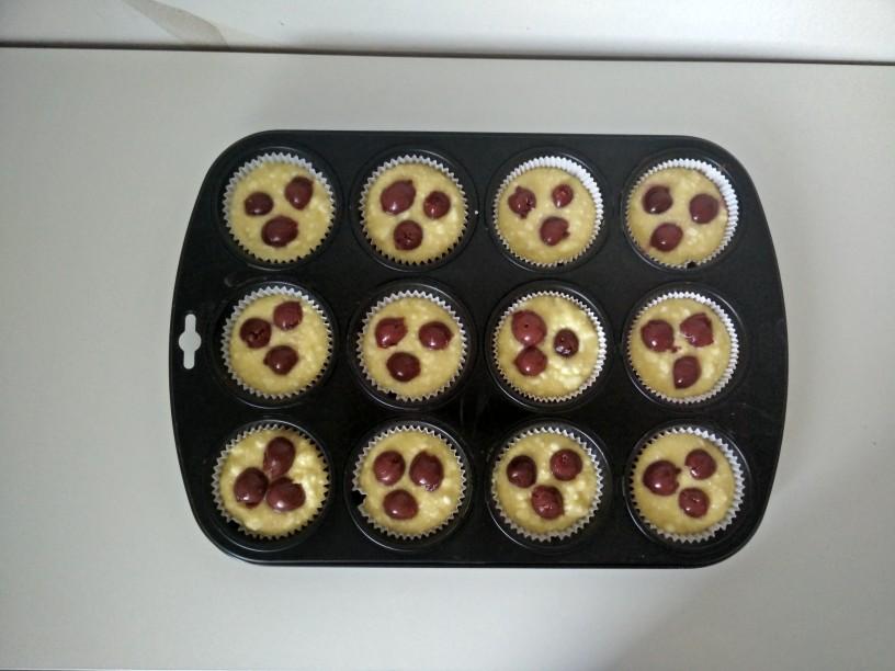 Skutni-muffini-s-češnjami-6