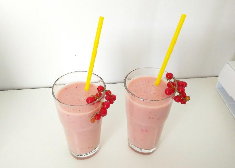 Sladki-ribezov-milkshake-4