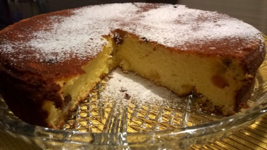 Sočna skutina torta z rozinami