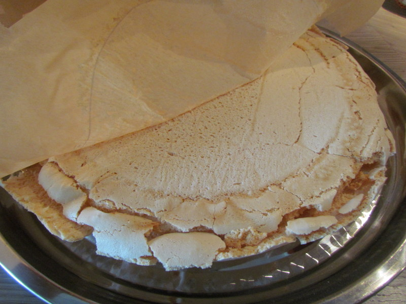 Krhka in pregrešno najboljša torta Pavlova