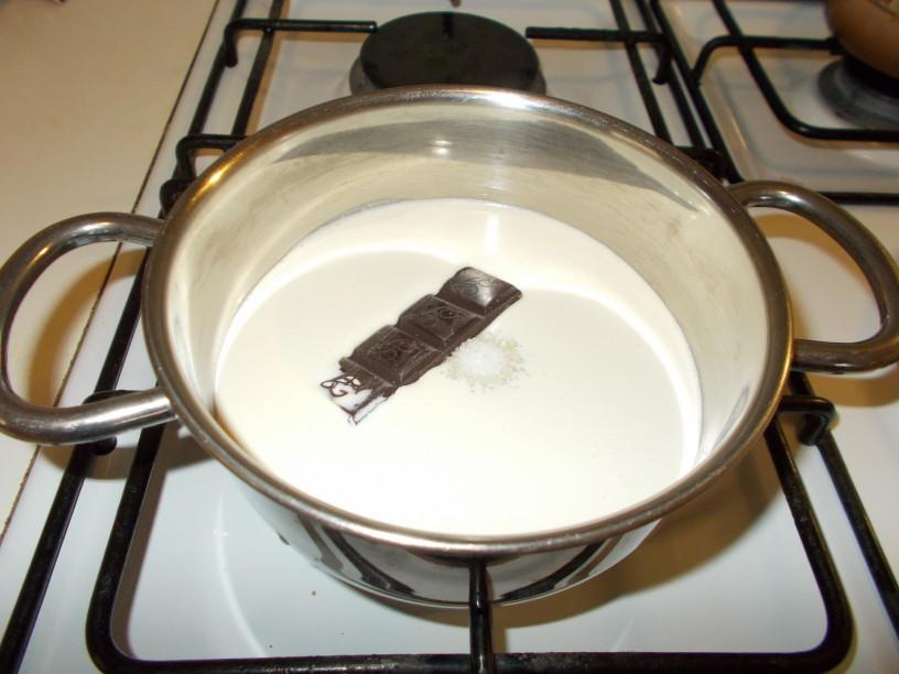 Čokoladna panakota z lešniki