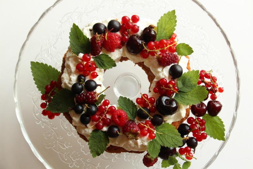 medeni venec s poletnim sadjem (13)