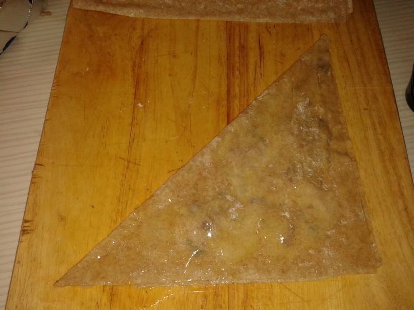 Popečeni trikotniki z zelišči in parmezanom