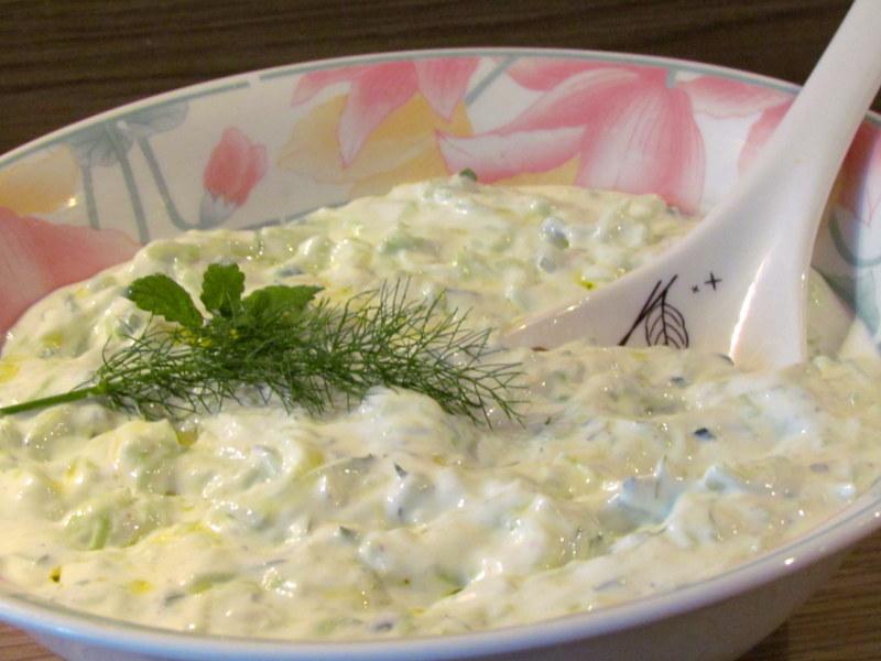 preprosta-in-odlicna-grska-solata-tzatziki-4