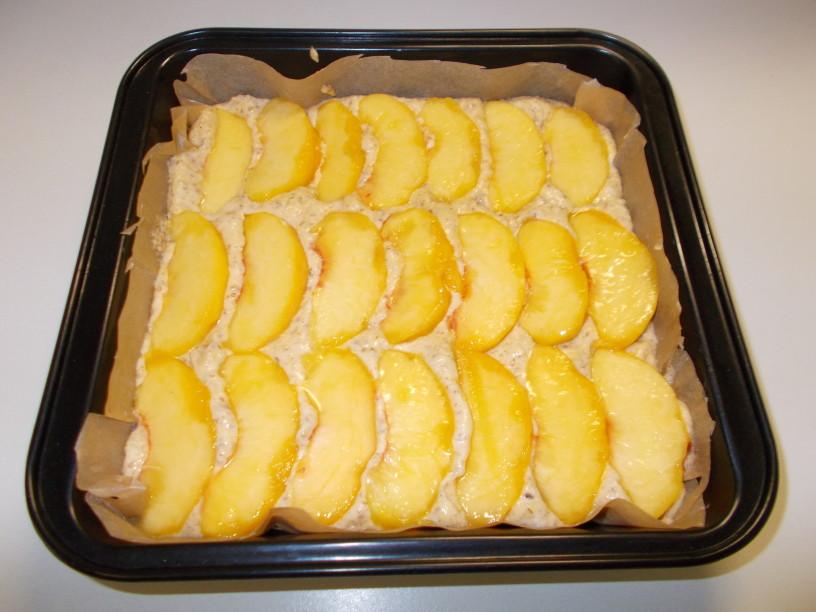 Mandljev kolač z breskvami 7