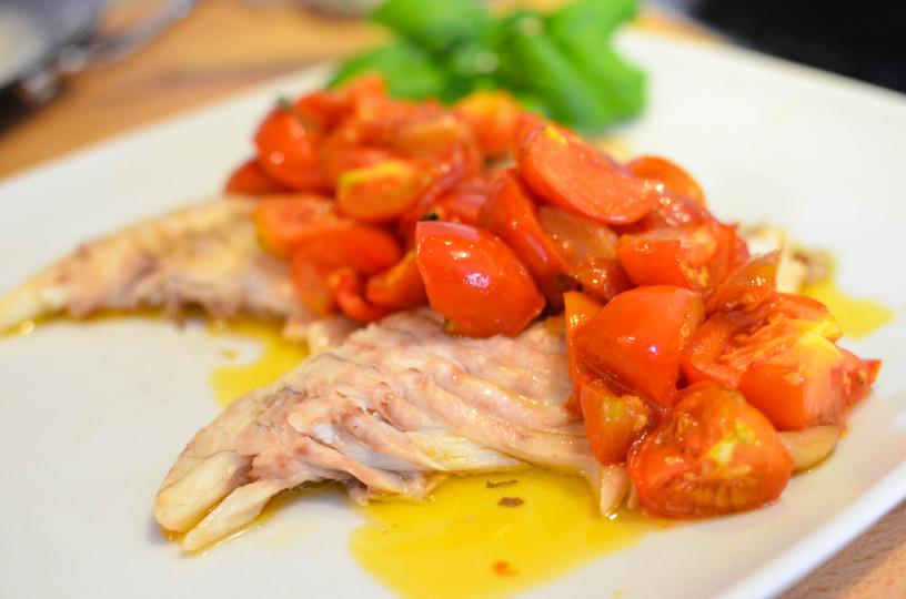 Socna riba s paradiznikovo omako