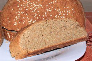 Domači rženi kruh s sezamom