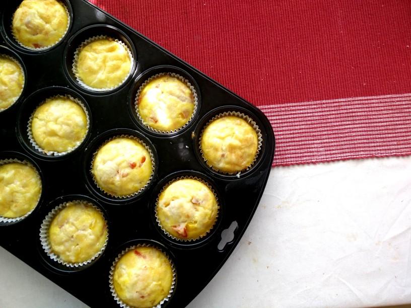 jajce-s-sirom-šunko-in-papriko-v-muffinu-2