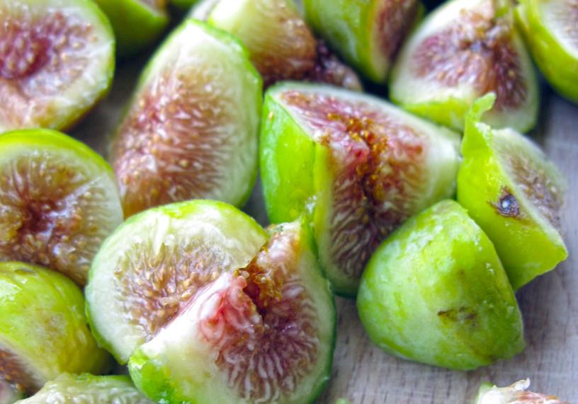 Solata iz fig, mocarele, pršuta in rukole