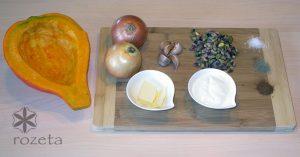 Kremna bučna juha s pistacijami