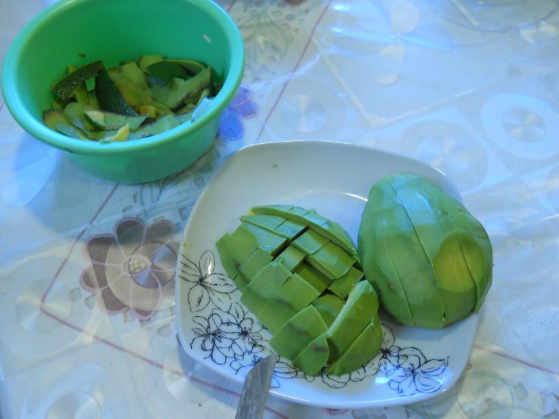 Veganski avokadov namaz s kruhki