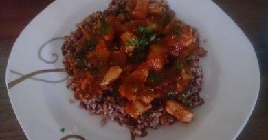 Pikantna domača paradižnikova omaka s piščancem