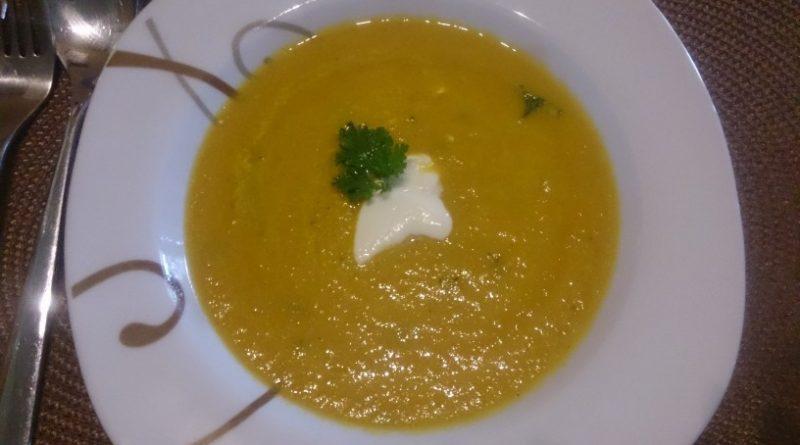Zdrava in hitro pripravljena korenčkova juha