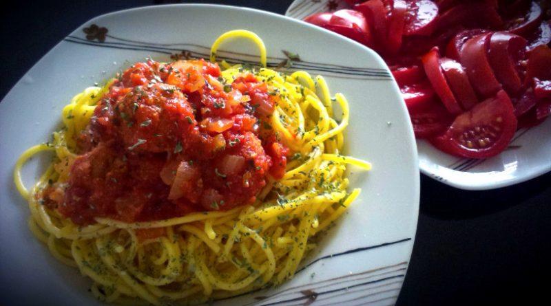 Koruzne testenine z brezmesnimi čufti v paradižnikovi omaki 1