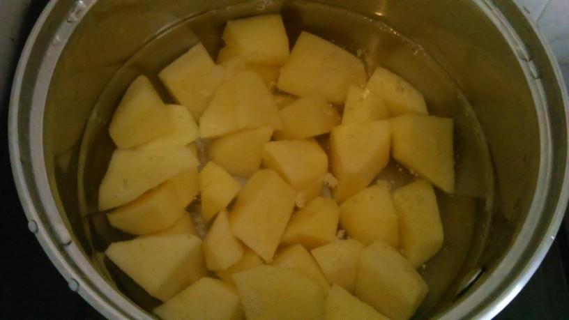 Zabeljen krompir in stročji fižol