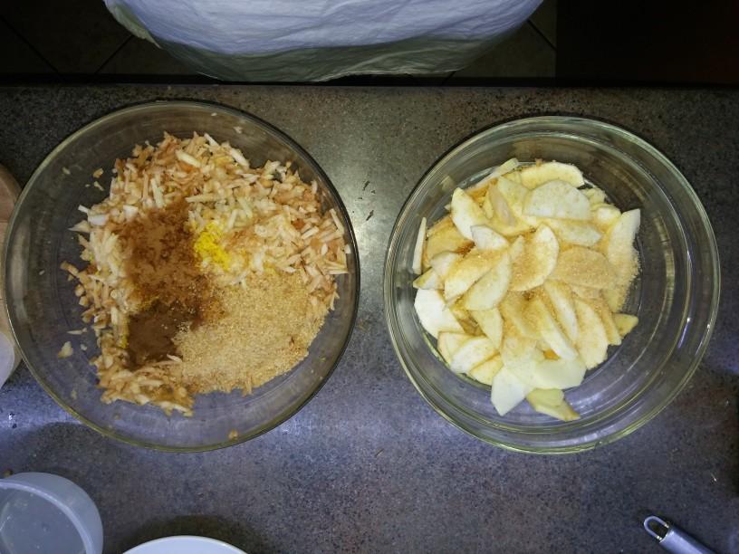 jabolčna pita z orehovo skuto