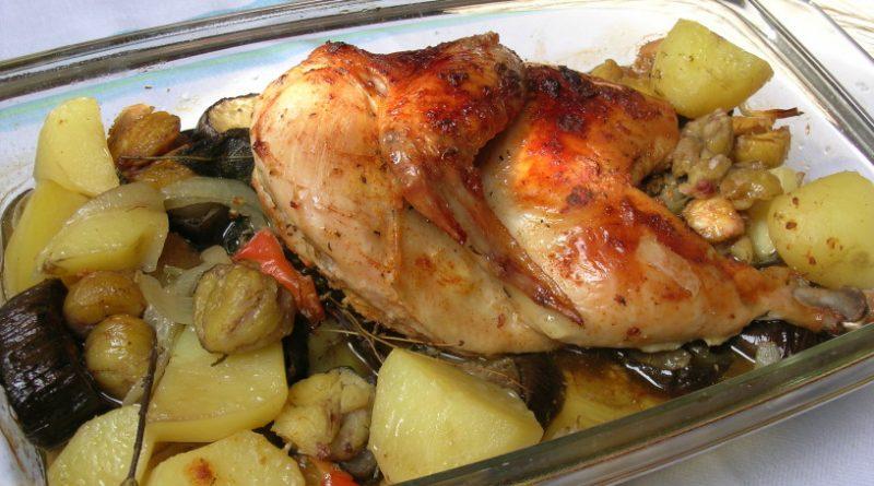 Pečena domača kokoš s kostanji