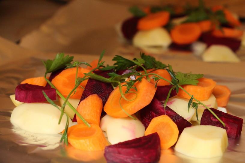 v foliji pecena zelenjava in meso (5)
