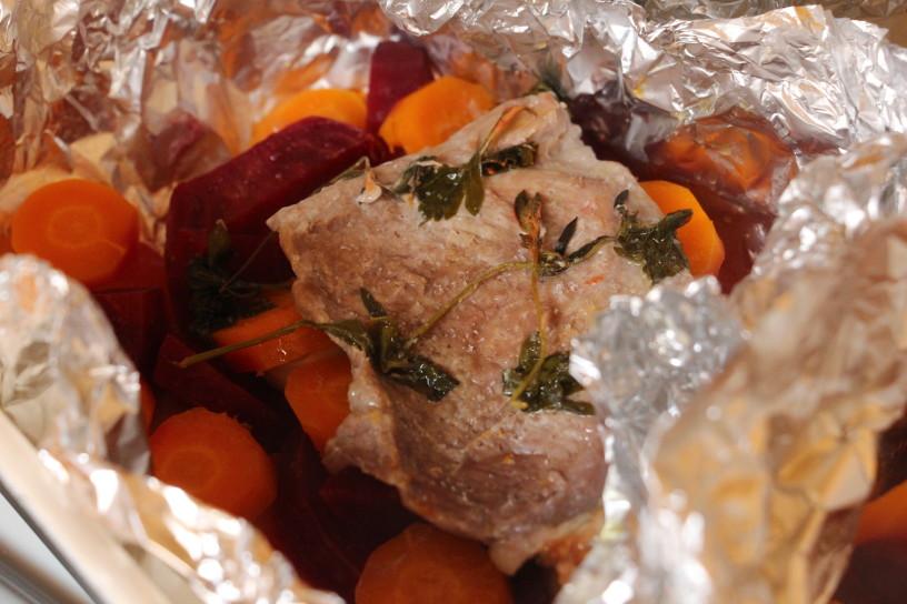 v foliji pecena zelenjava in meso (9)