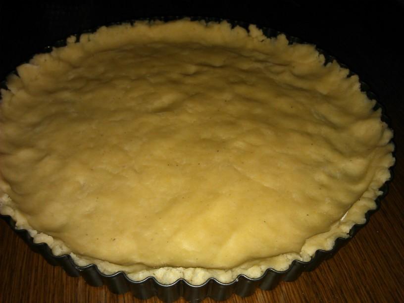 Pita z vaniljevo kremo in slivami