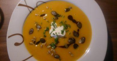 Sladka bučna juha s semeni