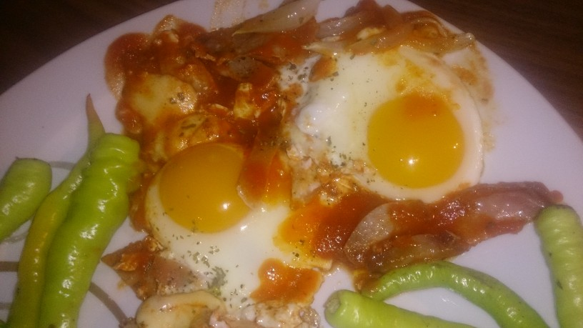 Jajca na oko ala pica