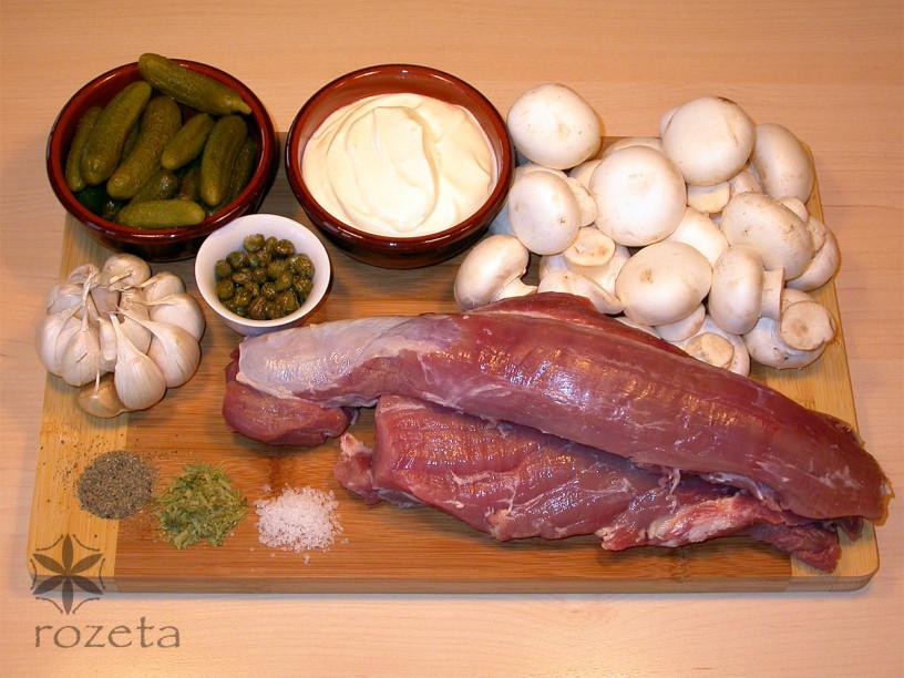 Okusni svinjski medaljoni v smetanovi omaki
