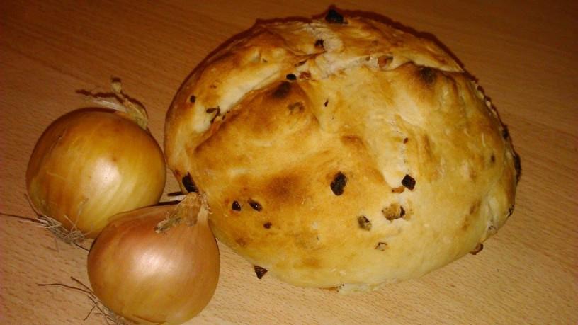 Omamen-kruh-s-čebulo