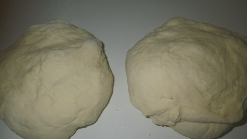 Pica s polnjenim robom