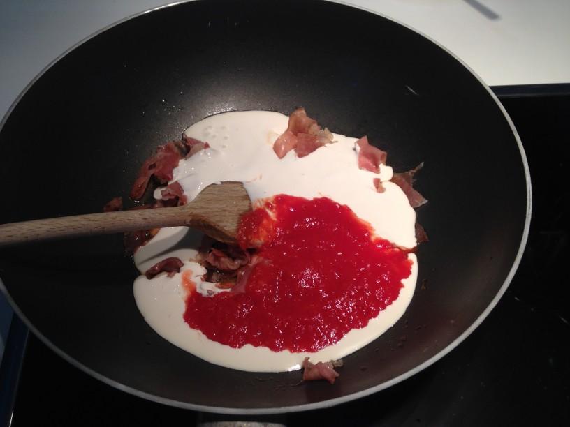 Testenine v roznati omaki (2)