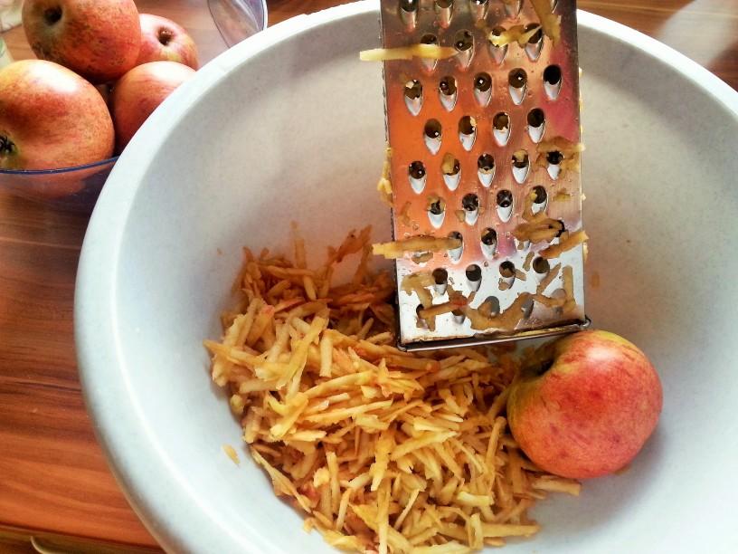 Klasicna-jabolcna-pita-3