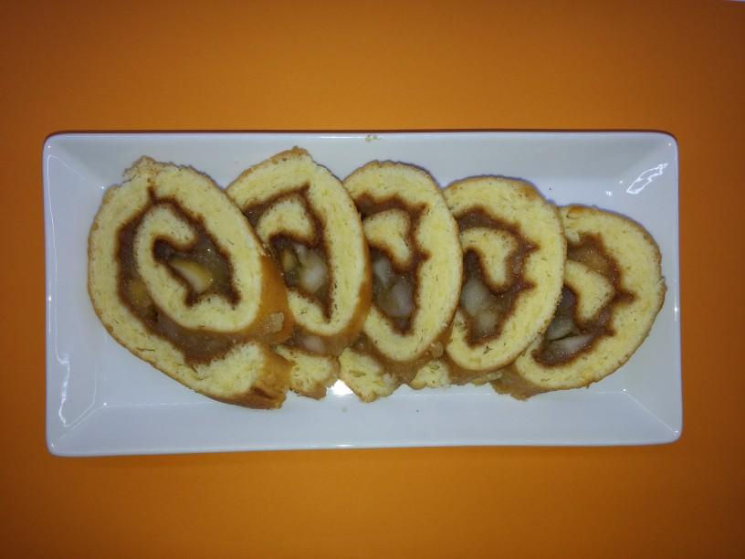 slastna jabolčna rolada