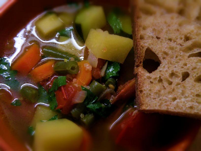 zelenjavna minestra s kvinojo