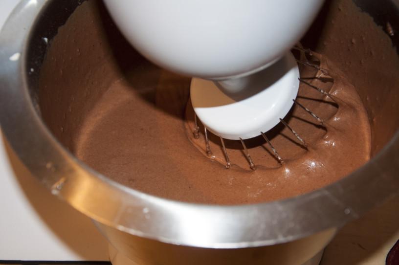 Torta s temno čokolado, malinami in  čokoladnim moussom z ingverje