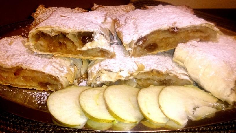 Sočen jabolčni zavitek