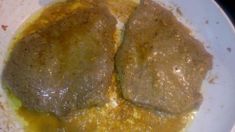 Mehki goveji zrezki v zelenjavni omaki