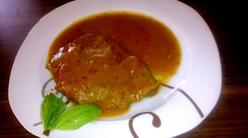 Mehki goveji zrezki v okusni zelenjavni omaki