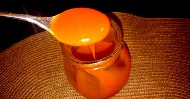 Domača šipkova marmelada